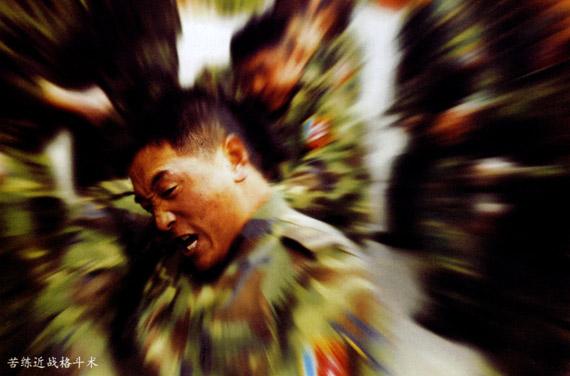 图文:特种部队士兵苦练近战格斗术