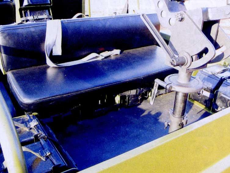 图文:M98-I型火力突击车后箱车椅下储弹库