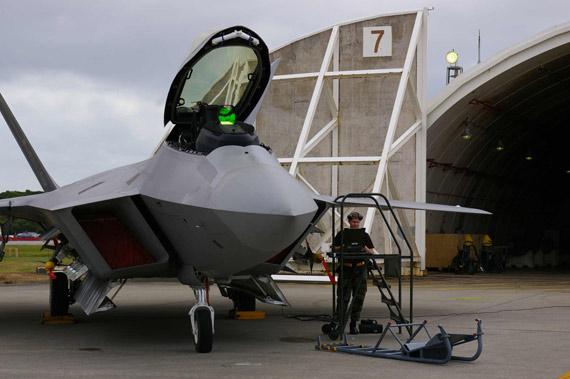 美军F-22A战机缺乏数据链无法从外部获得信息