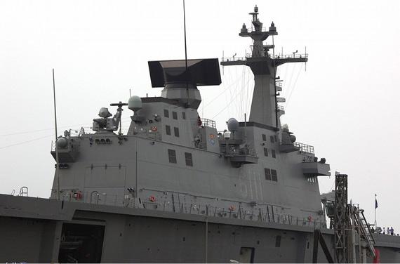 图文:韩国独岛号两栖攻击舰舰岛特写