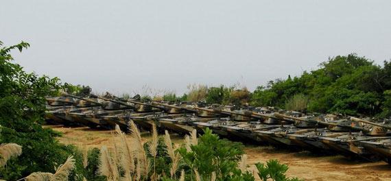 图文:解放军两栖机步师列装的新型63A式水陆坦克