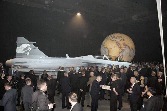 瑞典推出最新型鹰狮战机将装备有源相控阵雷达