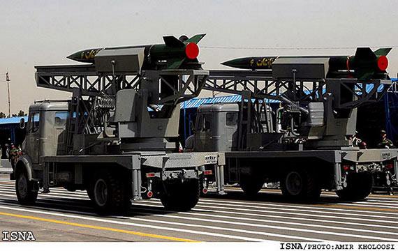 图文:准备参加国庆阅兵式的伊朗近程导弹车队
