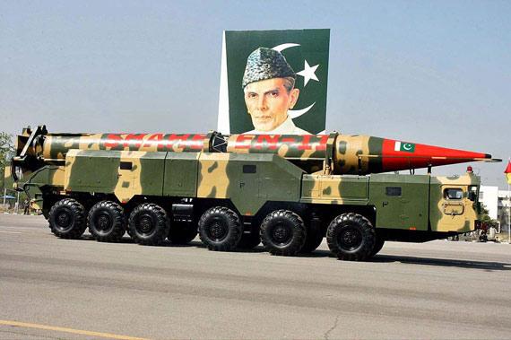 图文:在08年国庆阅兵式上亮相的沙欣II型导弹