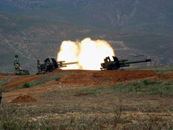 解放军三栖侦察兵能全天候精确引导火力攻击