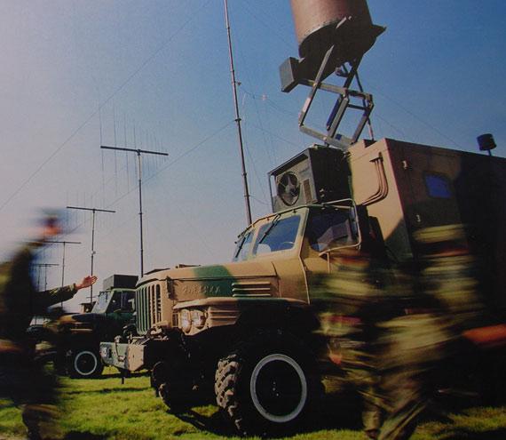 图文:解放军电子对抗部队紧急出动