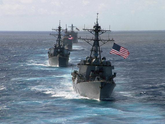 图文:美国海军阿利-伯克级导弹驱逐舰海上编队