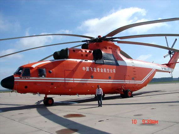 中国超大型直升机米-26南下赴四川救灾(组图)