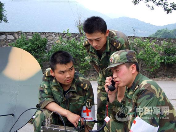 中国陆航救灾直升机单轮强降上演惊险传奇