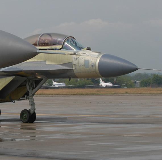 图文:印度出资订购16架舰载米格-29K战机