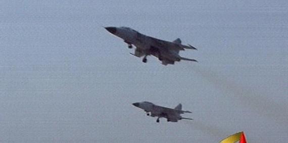 东海航空兵重点训练距海面数十米处超低空突防