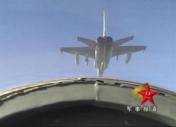 图文:海航新型飞豹A战斗轰炸机飞赴训练空域