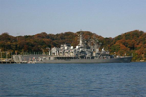 日本自卫队泽雪号驱逐舰航行时发生火灾(组图)