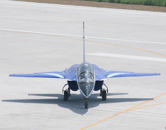 专家称L-15适合改成舰载教练机与攻击机(组图)