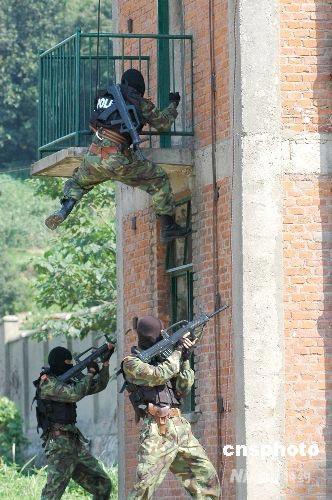 组图:江苏武警反恐特战队员军事技能大比武