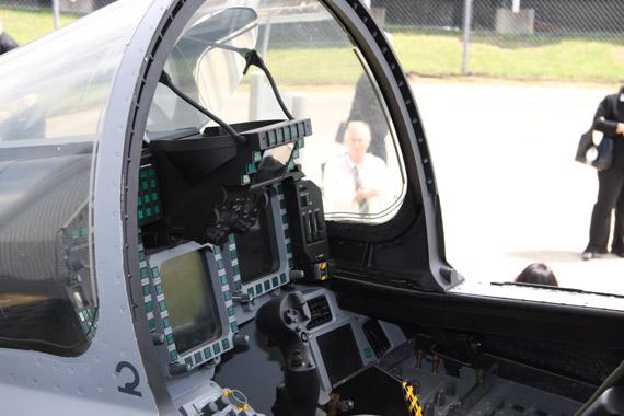 欧洲台风战机座舱公开展示精湛航空工艺(组图)