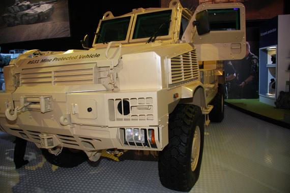 组图:RG-31防雷装甲输送车亮相范堡罗航展
