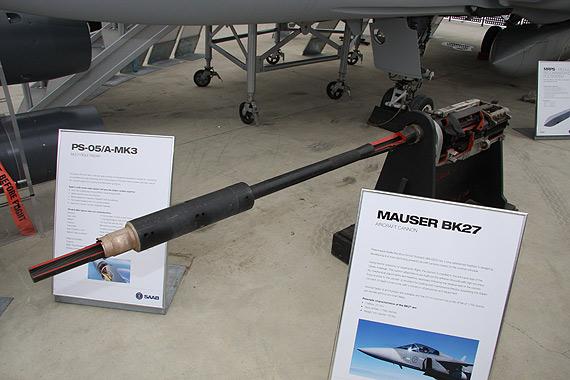 图文:JAS-39C鹰狮战机使用的MAUSERBK27机炮