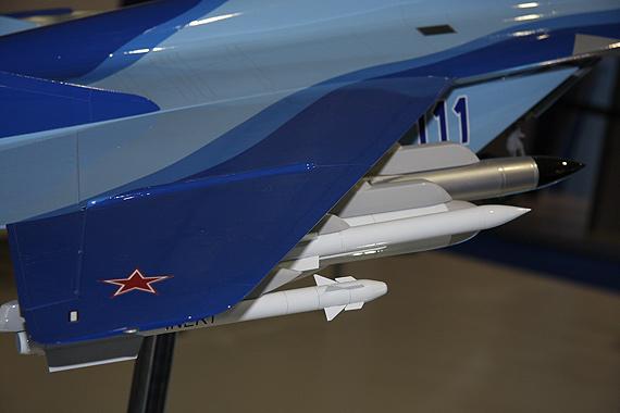 组图:米格-29KUB战斗机模型亮相范堡罗航展