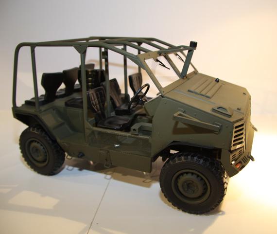 图文:新型4X4轮式高机动车