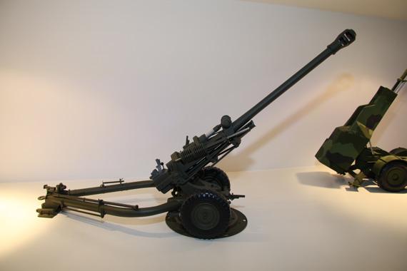 图文:BAE公司展出的105毫米轻型榴弹炮