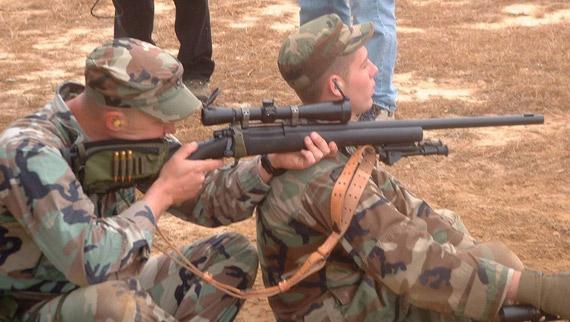 资料图:持M24训练狙击的美军士兵-日记