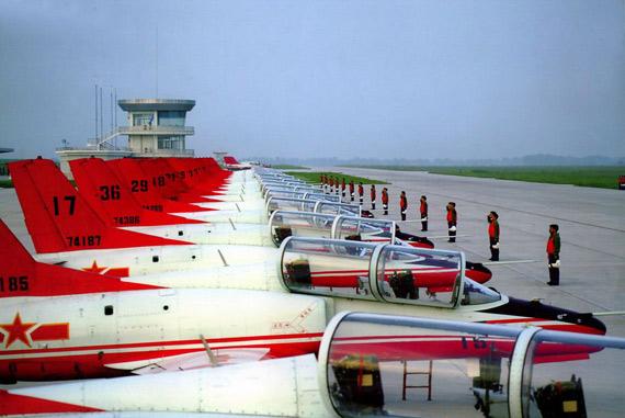 合理的气动布局及先进成熟的机载设备使k8具备速度范围宽,机动性能好