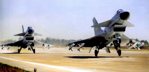 资料图:中国空军歼-10战机紧急升空