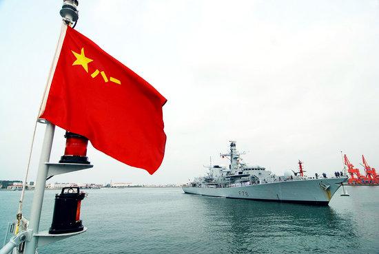 """2008年9月22日,英国海军护卫舰""""肯特""""号访问青岛。周昆/CFP"""