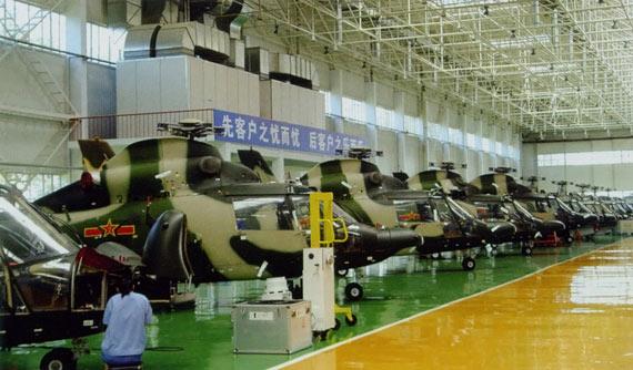 国产夜战型武直9攻击直升机组装车间