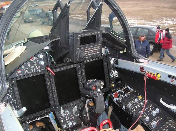 米格29-KUB舰载战机座舱很现代化