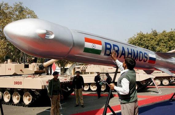 """资料图:印度俄罗斯联合研制的""""布拉莫斯""""超音速巡航导弹"""