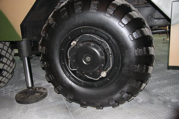 WS-2发射载车采用中央充气轮胎摄影:门广阔新浪独家图片未经许可不得转载