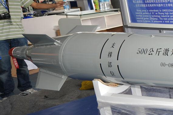 500公斤激光制导炸弹前部摄影:陈诚新浪网独家图片未经许可,不得转载