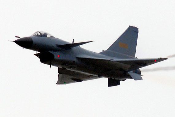 国产歼10战机空中慢速飞行通场 摄影:冰凉 新浪独家图片,未经许可不得转载。