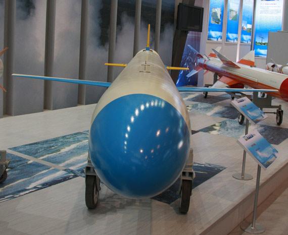 国产重型C-602机载远程反舰导弹正视特写摄影:门广阔新浪独家图片,未经许可不得转载。