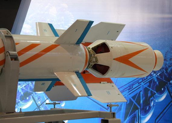国产最新型C-705空射反舰导弹助推发动机特写摄影:门广阔新浪独家图片,未经许可不得转载。