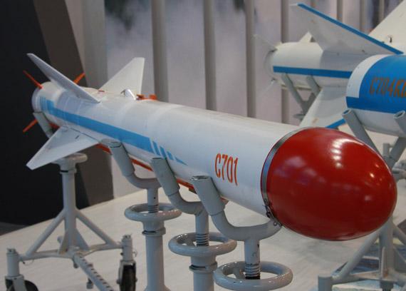 国产701型空射反舰导弹亮相可攻小型海上目标