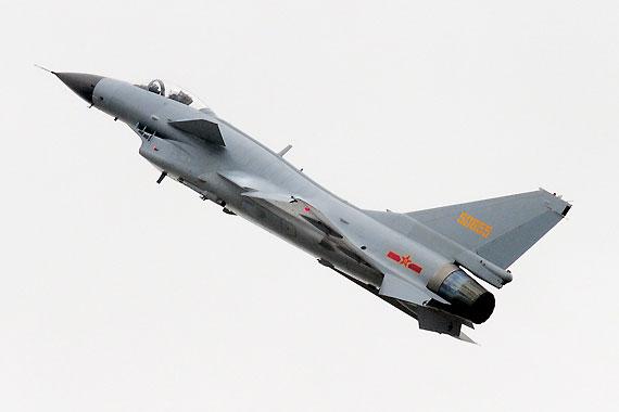 飞行表演中的国产歼10战机摄影:冰凉新浪独家图片,未经许可不得转载。