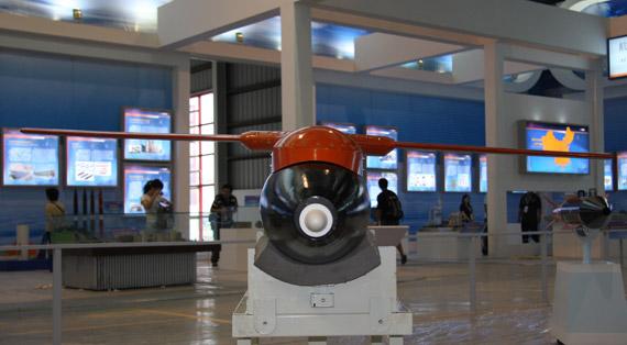 在研FT-2激光制导炸弹正视特写摄影:门广阔新浪独家图片,未经许可不得转载。