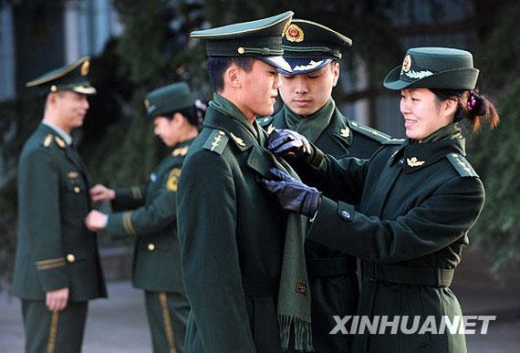 组图 武警驻山东部队正式换发07式冬装检测报告图片