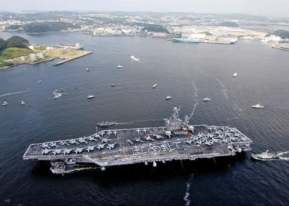 资料图:抵达日本横须贺军港的美国海军CVN-73航母