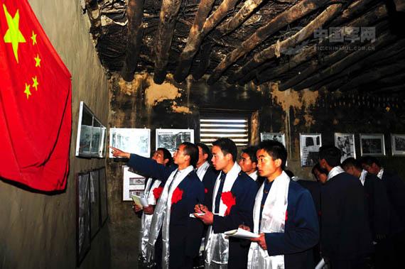 参观西藏第一个农村党支部