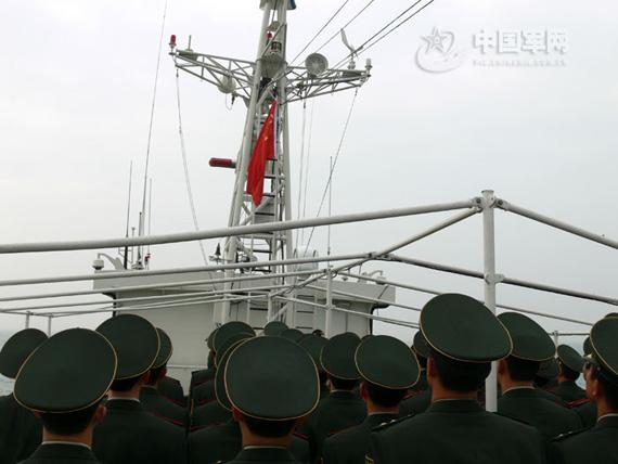 """此次'海上升旗'退伍活动,为老兵们的军旅生涯划上了圆满的句号""""。"""