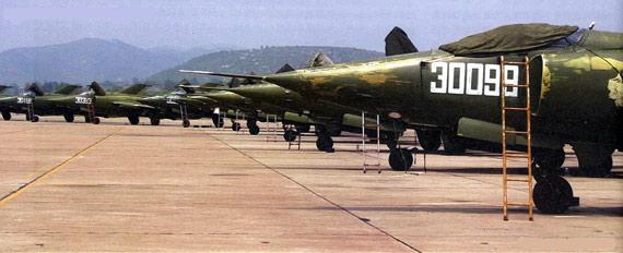 中国空军强五强击机群