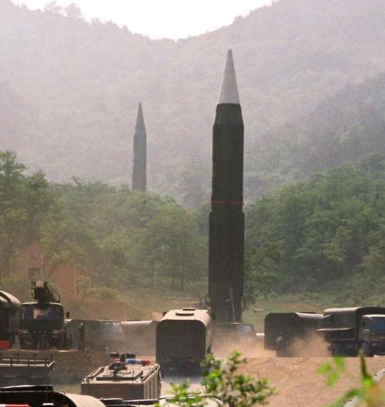 资料图:解放军东风-4远程弹道导弹部队待命