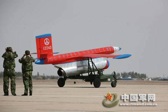 长空一号无人靶机带着呼啸飞向升空。郭天海 摄