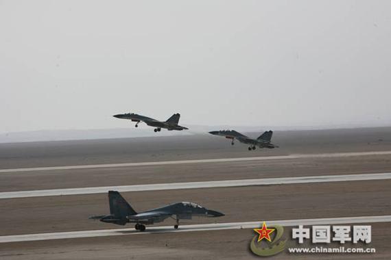 苏-30战机起飞