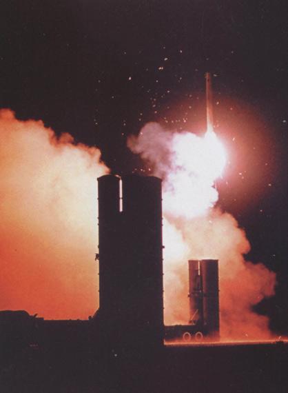 维克托-克拉多夫称中国与印度不同,中国除了防空导弹外不进口其他陆战武器。