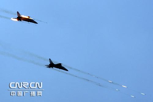 ca88:俄军米-8直升机实施对地火箭弹攻击